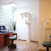 Helle freundliche Räume bei Zahnarzt Gollnow. Sie werden sich wohl fühlen.